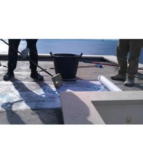 Rullo ad aghi Volteco strumento indispensabile per l'impermeabilizzazione delle coperture piane con Aquascud
