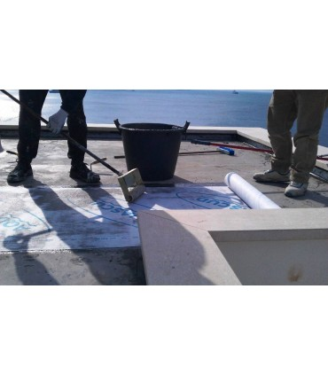 Come applicare Aquascud con il rullo ad aghi Volteco